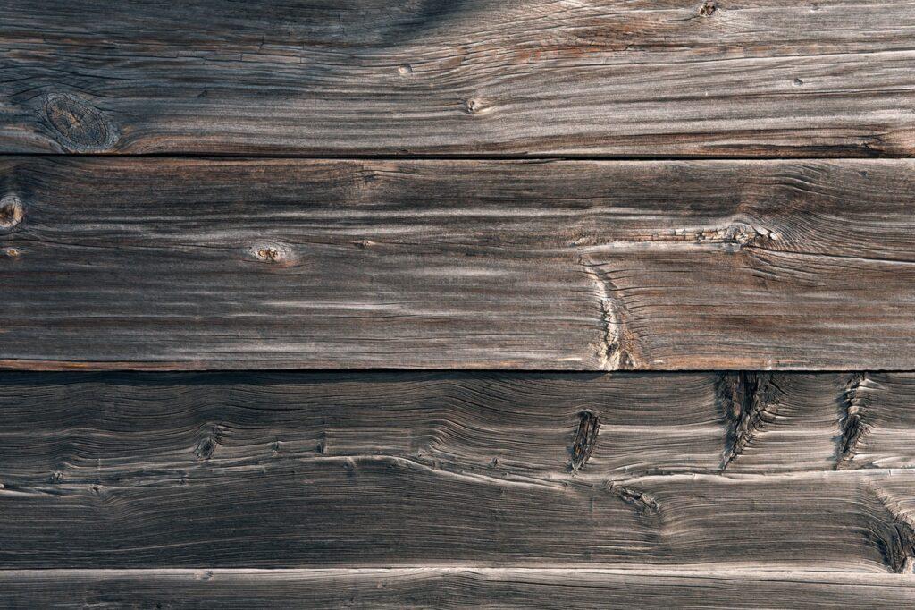 Scratch in wood